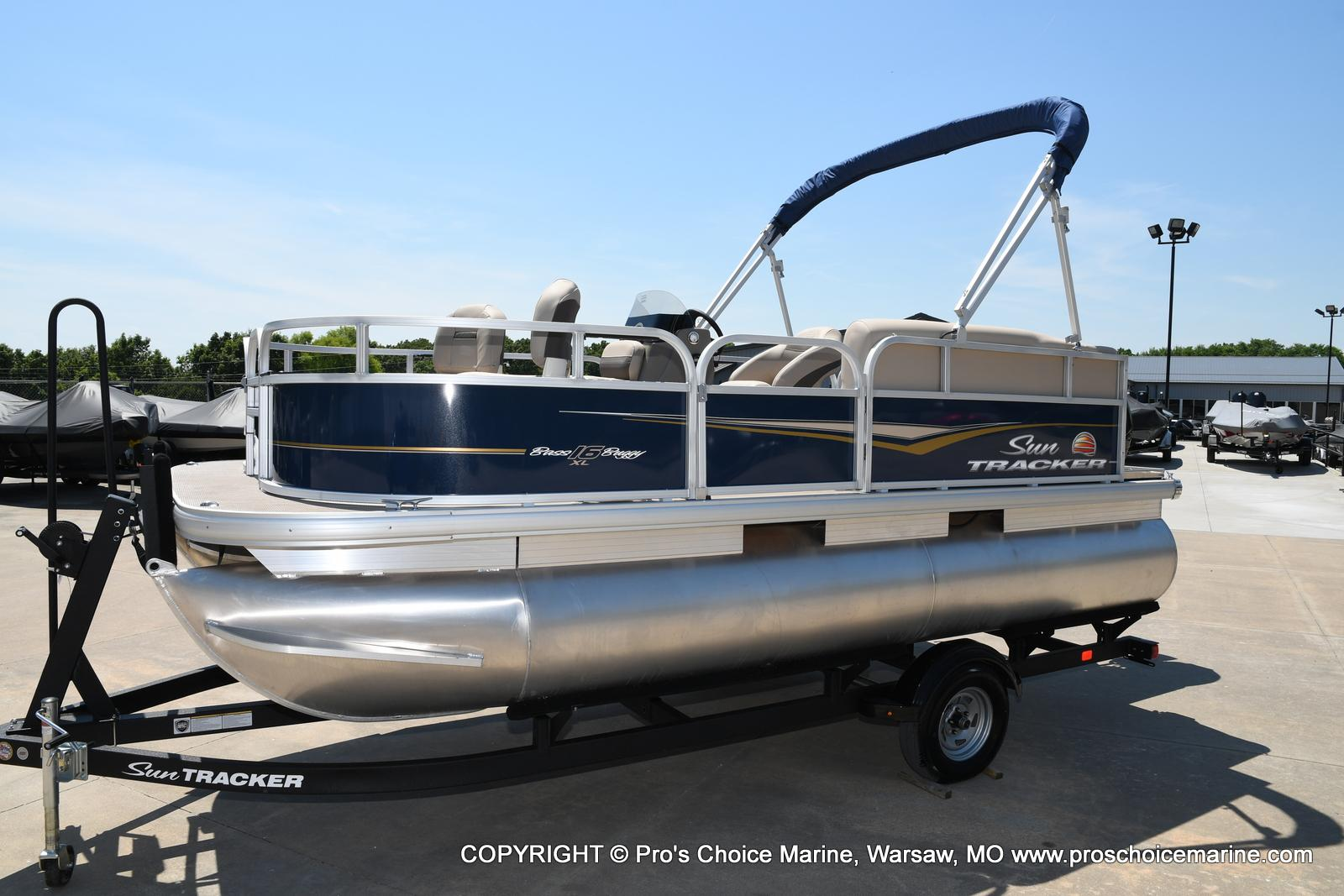 2021 Sun Tracker boat for sale, model of the boat is Bass Buggy 16 XL & Image # 17 of 47