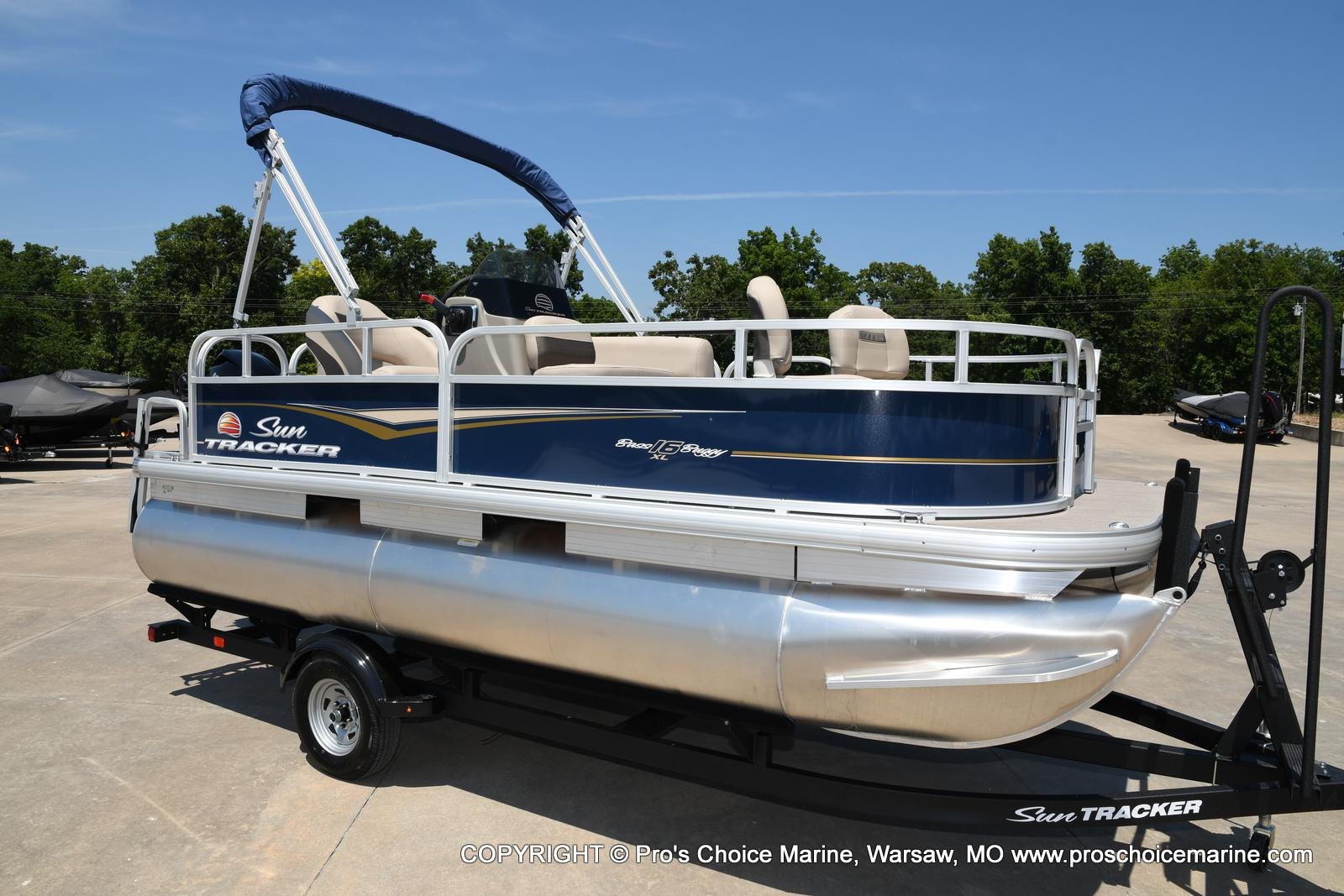 2021 Sun Tracker boat for sale, model of the boat is Bass Buggy 16 XL & Image # 2 of 47