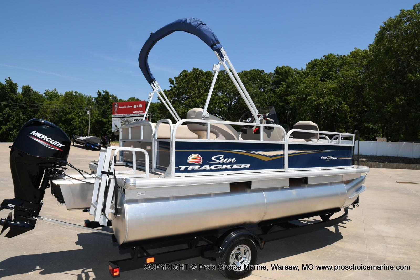 2021 Sun Tracker boat for sale, model of the boat is Bass Buggy 16 XL & Image # 3 of 47