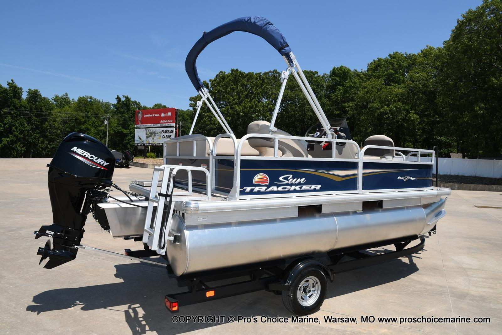 2021 Sun Tracker boat for sale, model of the boat is Bass Buggy 16 XL & Image # 4 of 47