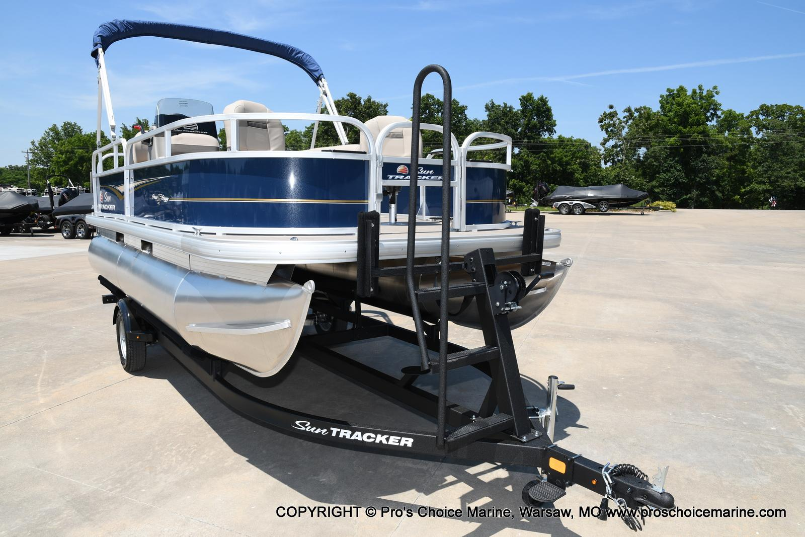 2021 Sun Tracker boat for sale, model of the boat is Bass Buggy 16 XL & Image # 7 of 47