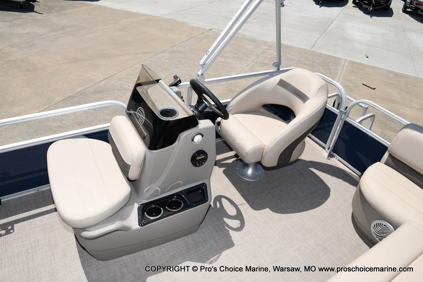 2021 Sun Tracker boat for sale, model of the boat is Bass Buggy 16 XL & Image # 9 of 47