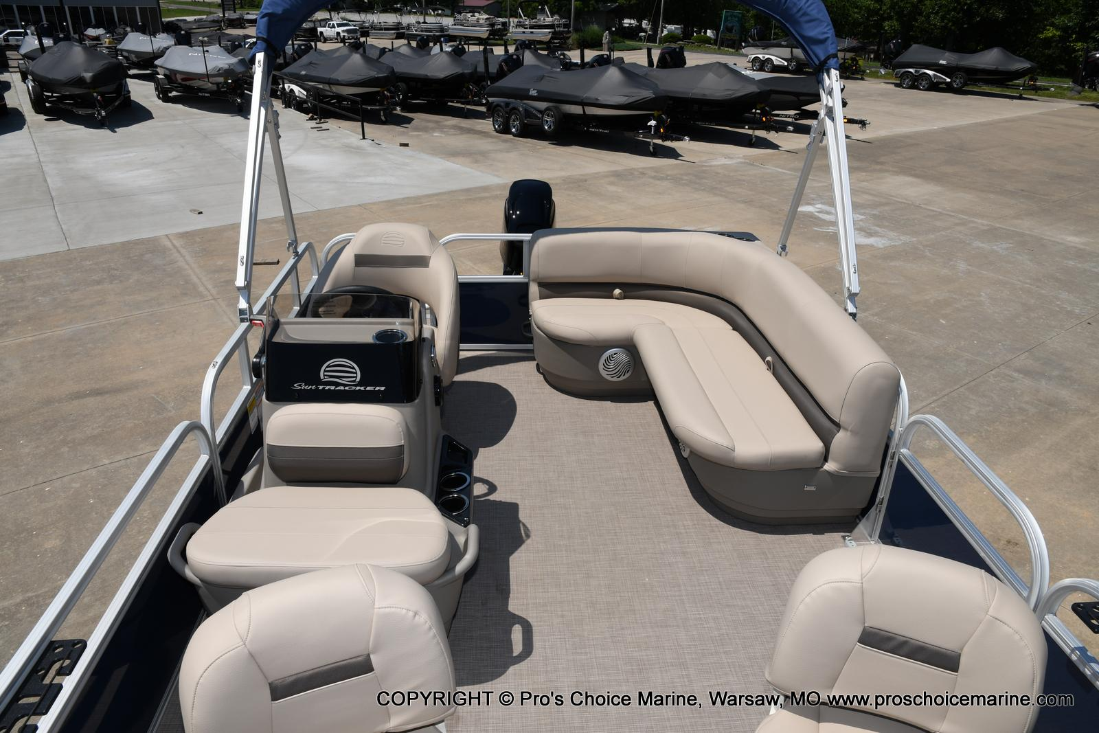 2021 Sun Tracker boat for sale, model of the boat is Bass Buggy 16 XL & Image # 27 of 47