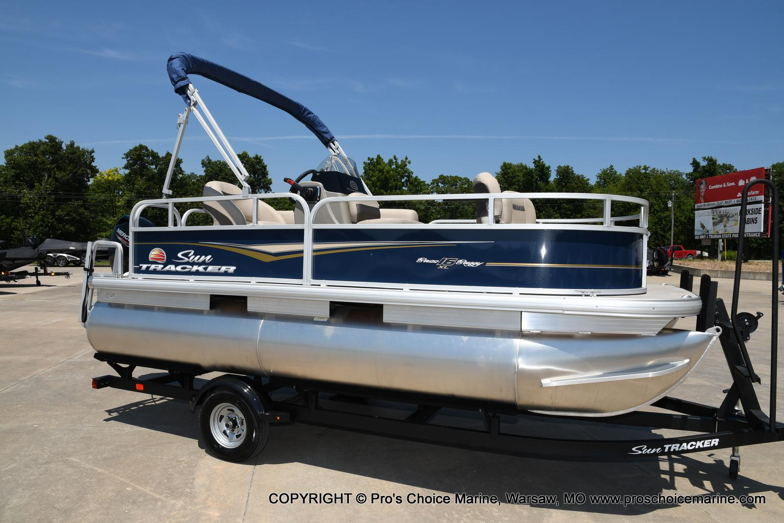 2021 Sun Tracker boat for sale, model of the boat is Bass Buggy 16 XL & Image # 33 of 47