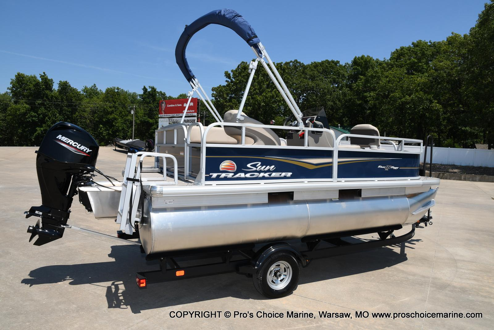 2021 Sun Tracker boat for sale, model of the boat is Bass Buggy 16 XL & Image # 34 of 47