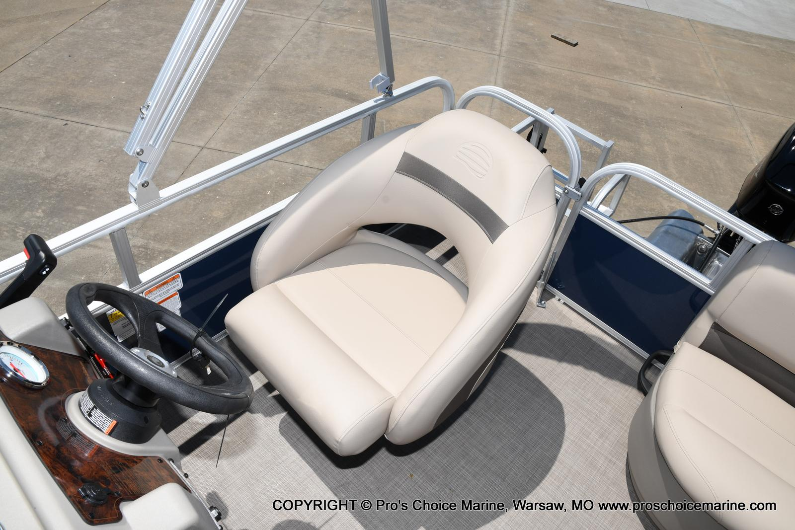 2021 Sun Tracker boat for sale, model of the boat is Bass Buggy 16 XL & Image # 45 of 47