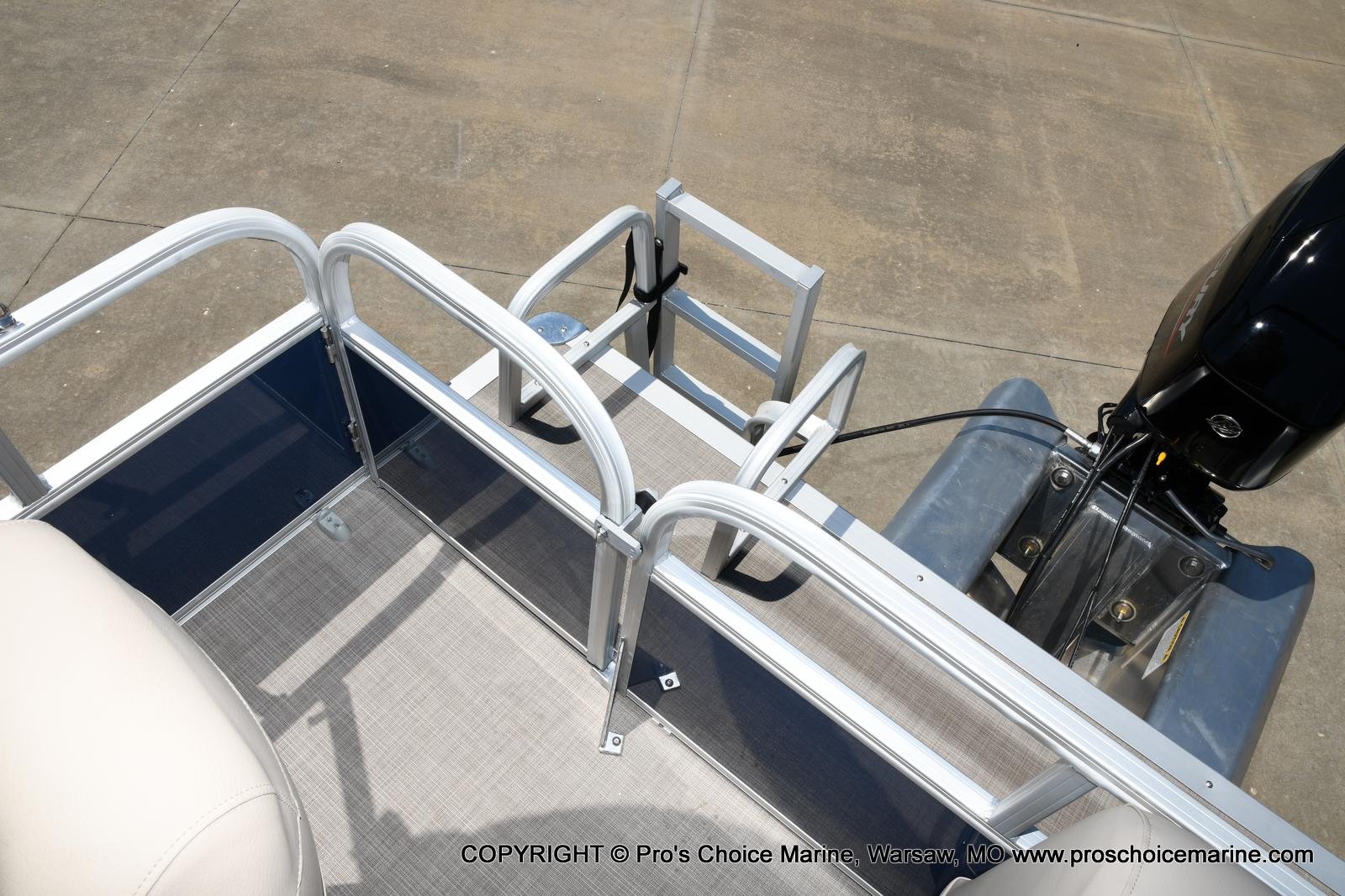 2021 Sun Tracker boat for sale, model of the boat is Bass Buggy 16 XL & Image # 46 of 47