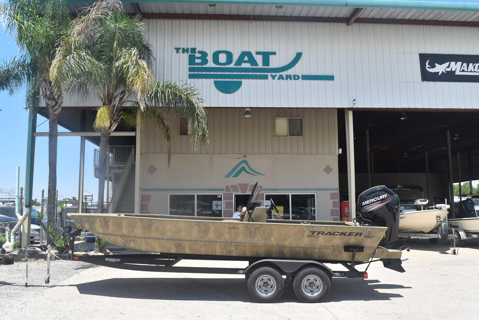 2021 Tracker Boats boat for sale, model of the boat is GRIZZLY 2072 CC, 115 HP & Image # 1 of 5