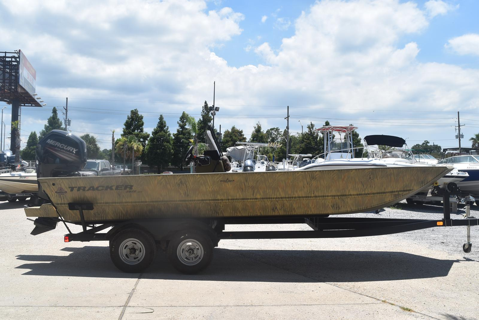 2021 Tracker Boats boat for sale, model of the boat is GRIZZLY 2072 CC, 115 HP & Image # 2 of 5