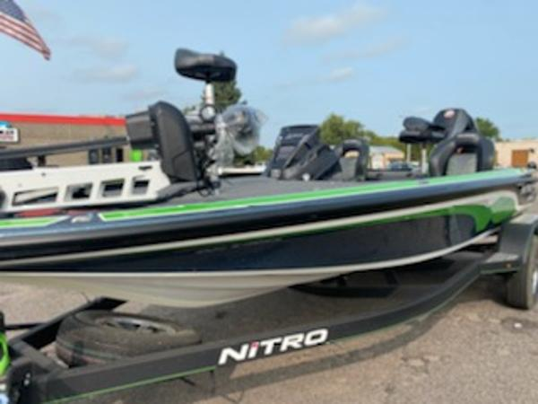 2021 Nitro boat for sale, model of the boat is Z20 & Image # 5 of 6