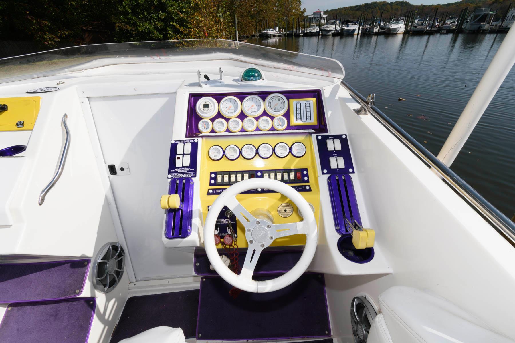 V 5794 BH Knot 10 Yacht Sales