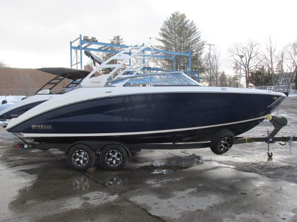 2021 Yamaha boat for sale, model of the boat is 252S & Image # 2 of 43