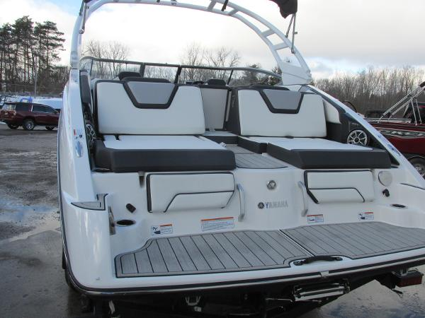 2021 Yamaha boat for sale, model of the boat is 252S & Image # 3 of 43