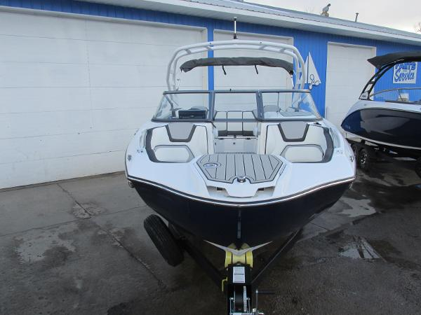 2021 Yamaha boat for sale, model of the boat is 252S & Image # 8 of 43