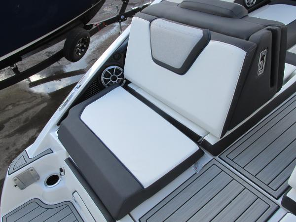2021 Yamaha boat for sale, model of the boat is 252S & Image # 9 of 43