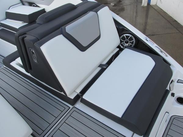 2021 Yamaha boat for sale, model of the boat is 252S & Image # 10 of 43