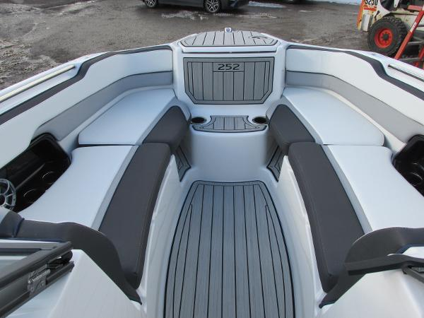2021 Yamaha boat for sale, model of the boat is 252S & Image # 11 of 43
