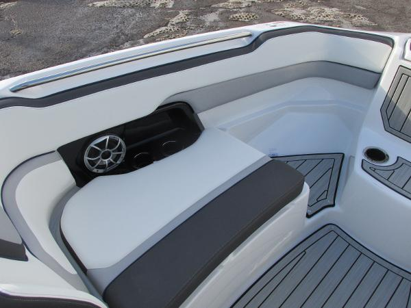 2021 Yamaha boat for sale, model of the boat is 252S & Image # 13 of 43