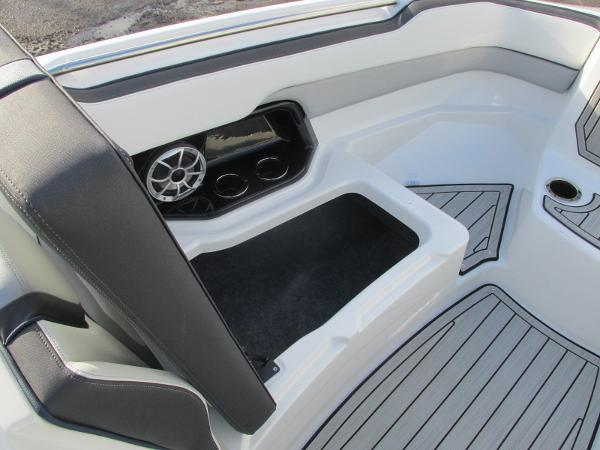 2021 Yamaha boat for sale, model of the boat is 252S & Image # 14 of 43
