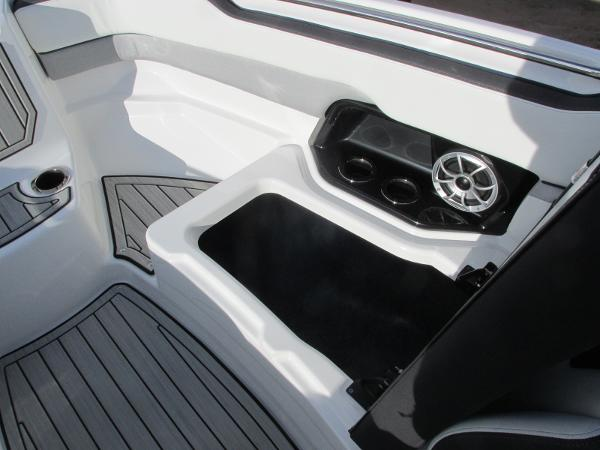 2021 Yamaha boat for sale, model of the boat is 252S & Image # 17 of 43