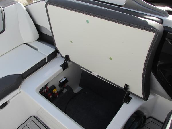 2021 Yamaha boat for sale, model of the boat is 252S & Image # 24 of 43