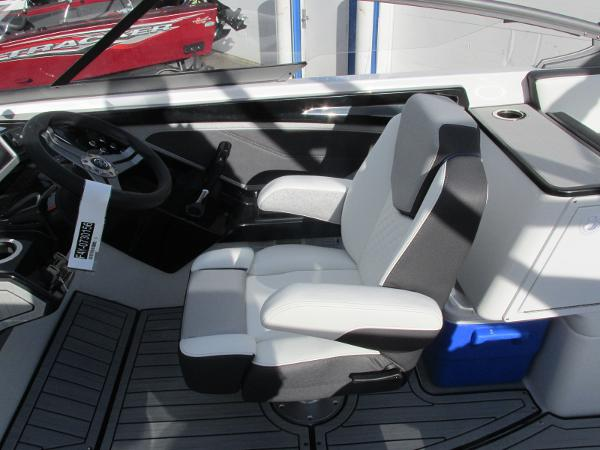 2021 Yamaha boat for sale, model of the boat is 252S & Image # 32 of 43
