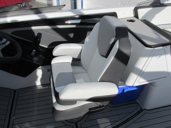 2021 Yamaha boat for sale, model of the boat is 252S & Image # 33 of 43