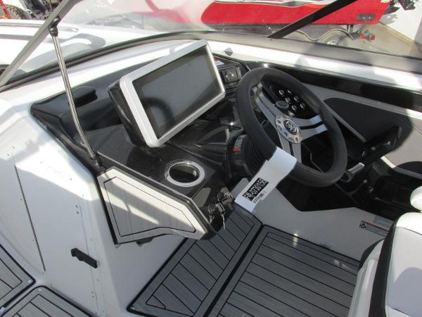 2021 Yamaha boat for sale, model of the boat is 252S & Image # 34 of 43