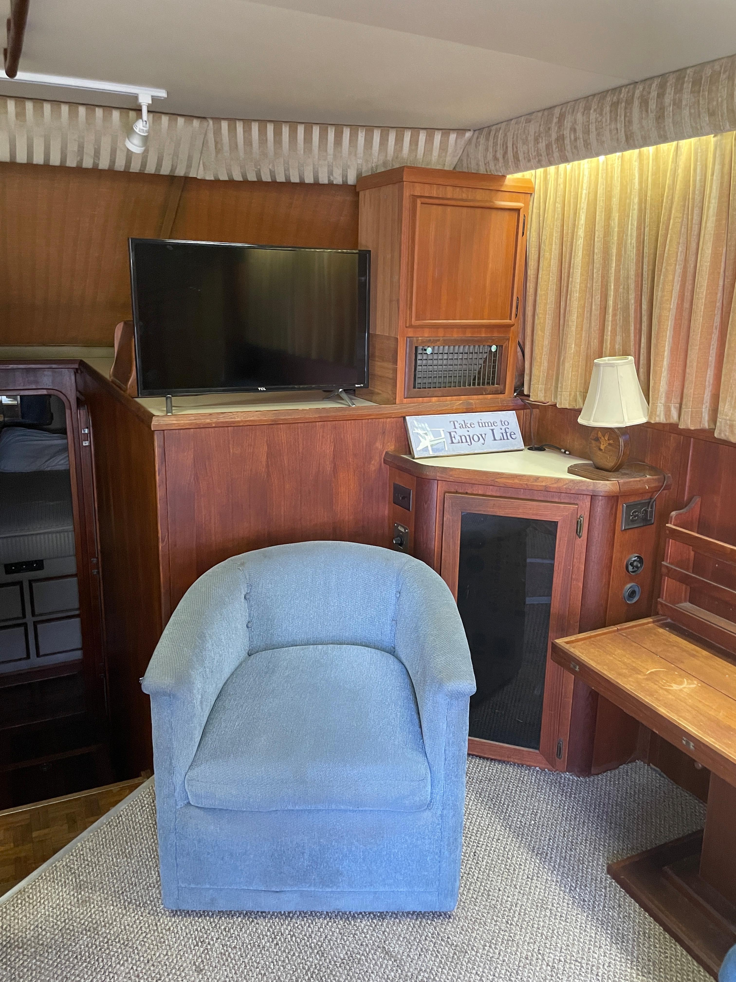NY 6401 KM Knot 10 Yacht Sales