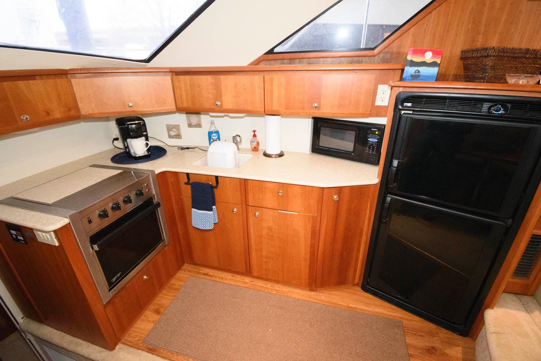 M 5858 WT Knot 10 Yacht Sales
