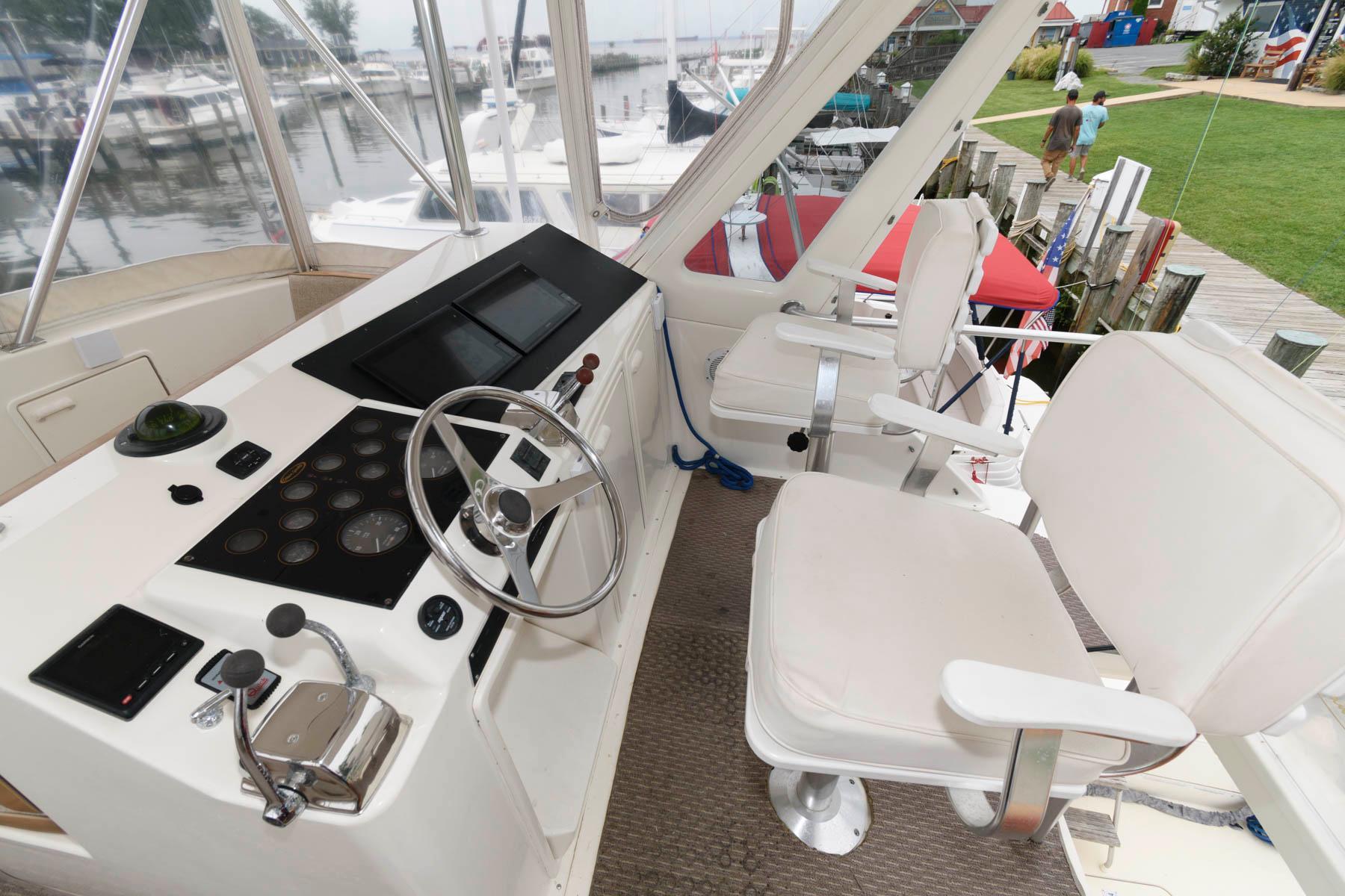 M 6447 KB Knot 10 Yacht Sales