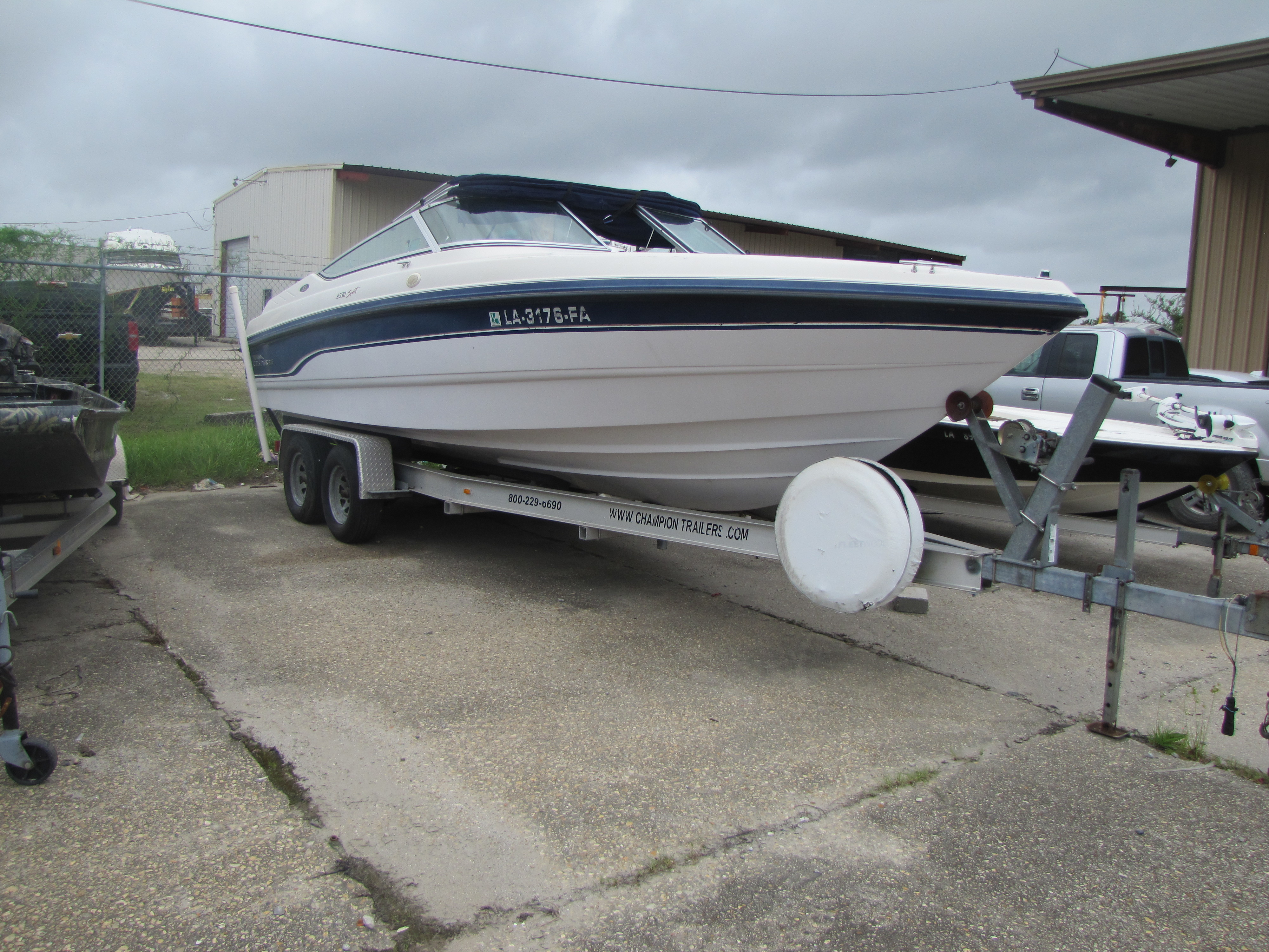 1996 Chaparral boat for sale, model of the boat is 2330 & Image # 9 of 14
