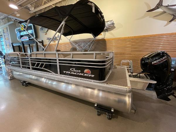 2021 Sun Tracker boat for sale, model of the boat is Party Barge 22 RF DLX & Image # 5 of 32