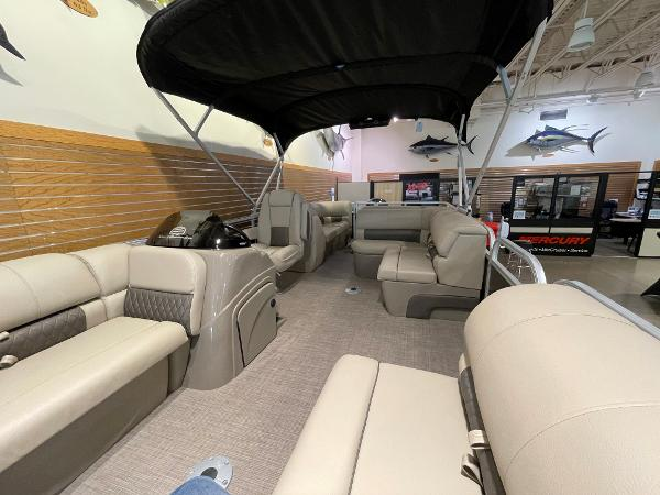 2021 Sun Tracker boat for sale, model of the boat is Party Barge 22 RF DLX & Image # 9 of 32