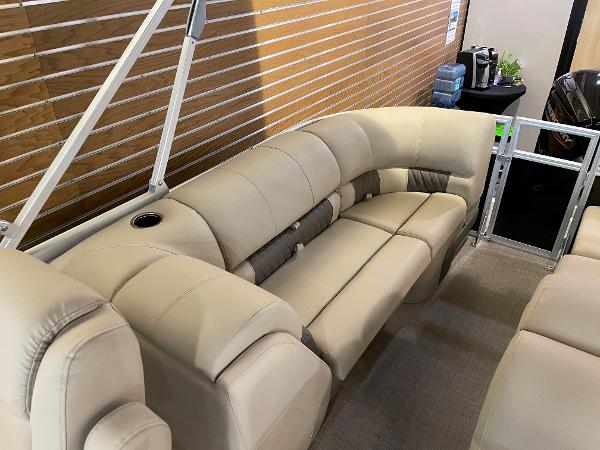 2021 Sun Tracker boat for sale, model of the boat is Party Barge 22 RF DLX & Image # 13 of 32