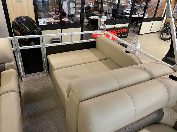 2021 Sun Tracker boat for sale, model of the boat is Party Barge 22 RF DLX & Image # 14 of 32