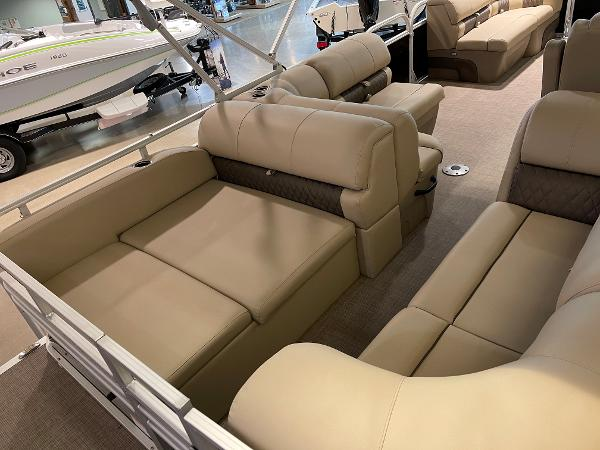 2021 Sun Tracker boat for sale, model of the boat is Party Barge 22 RF DLX & Image # 15 of 32