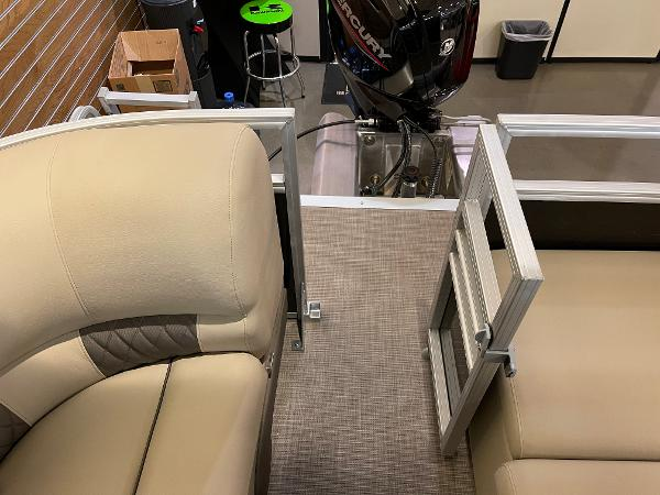 2021 Sun Tracker boat for sale, model of the boat is Party Barge 22 RF DLX & Image # 17 of 32