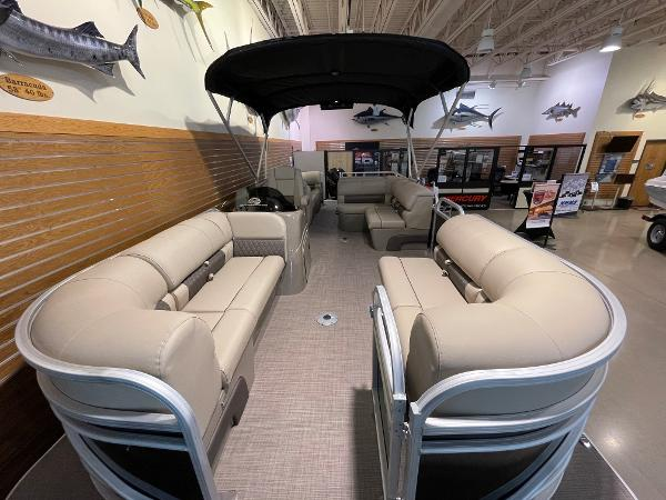 2021 Sun Tracker boat for sale, model of the boat is Party Barge 22 RF DLX & Image # 8 of 32