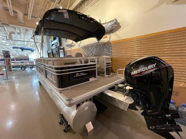 2021 Sun Tracker boat for sale, model of the boat is Party Barge 22 RF DLX & Image # 26 of 32