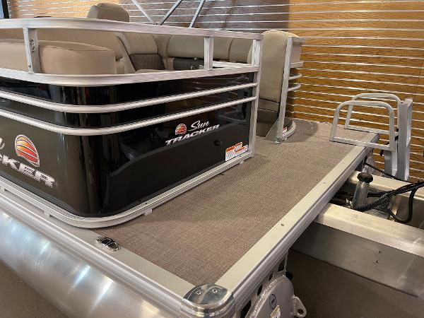 2021 Sun Tracker boat for sale, model of the boat is Party Barge 22 RF DLX & Image # 29 of 32