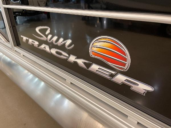 2021 Sun Tracker boat for sale, model of the boat is Party Barge 22 RF DLX & Image # 7 of 32