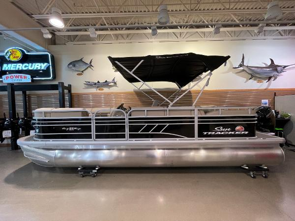 2021 Sun Tracker boat for sale, model of the boat is Party Barge 22 RF DLX & Image # 1 of 32
