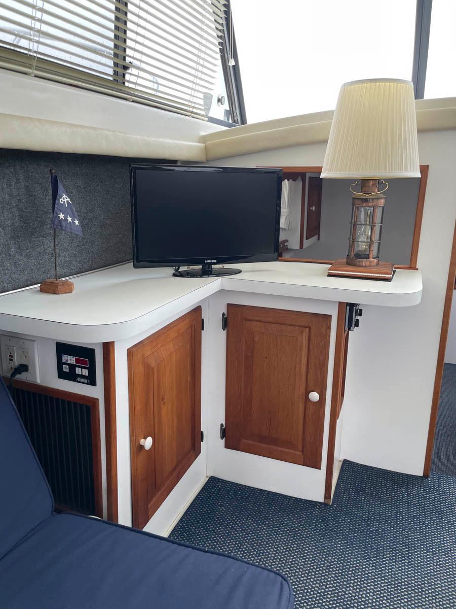 NY 6103 KM Knot 10 Yacht Sales