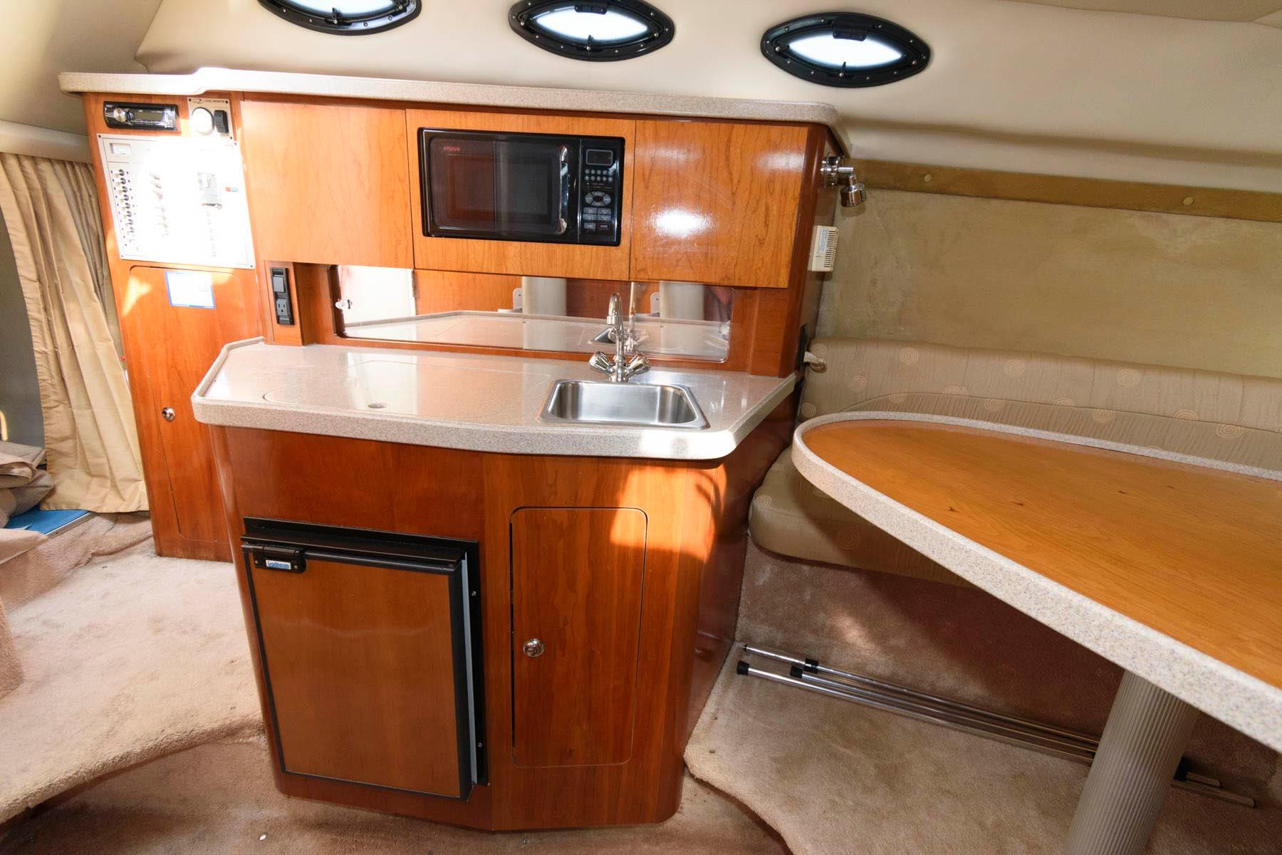 M 6298 TW Knot 10 Yacht Sales