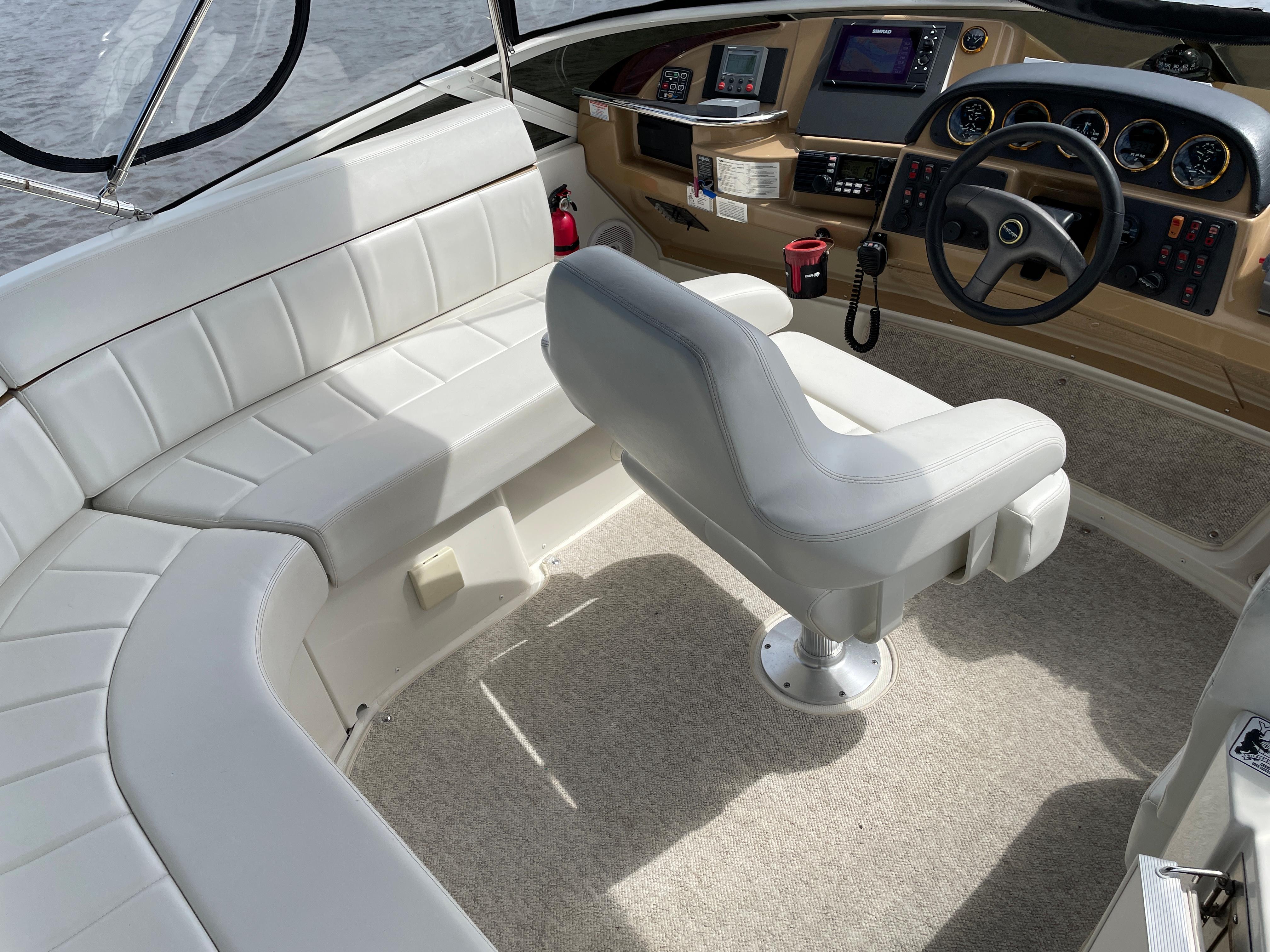 Carver 444 Cockpit Motor Yacht - Bridge Seating/Helm