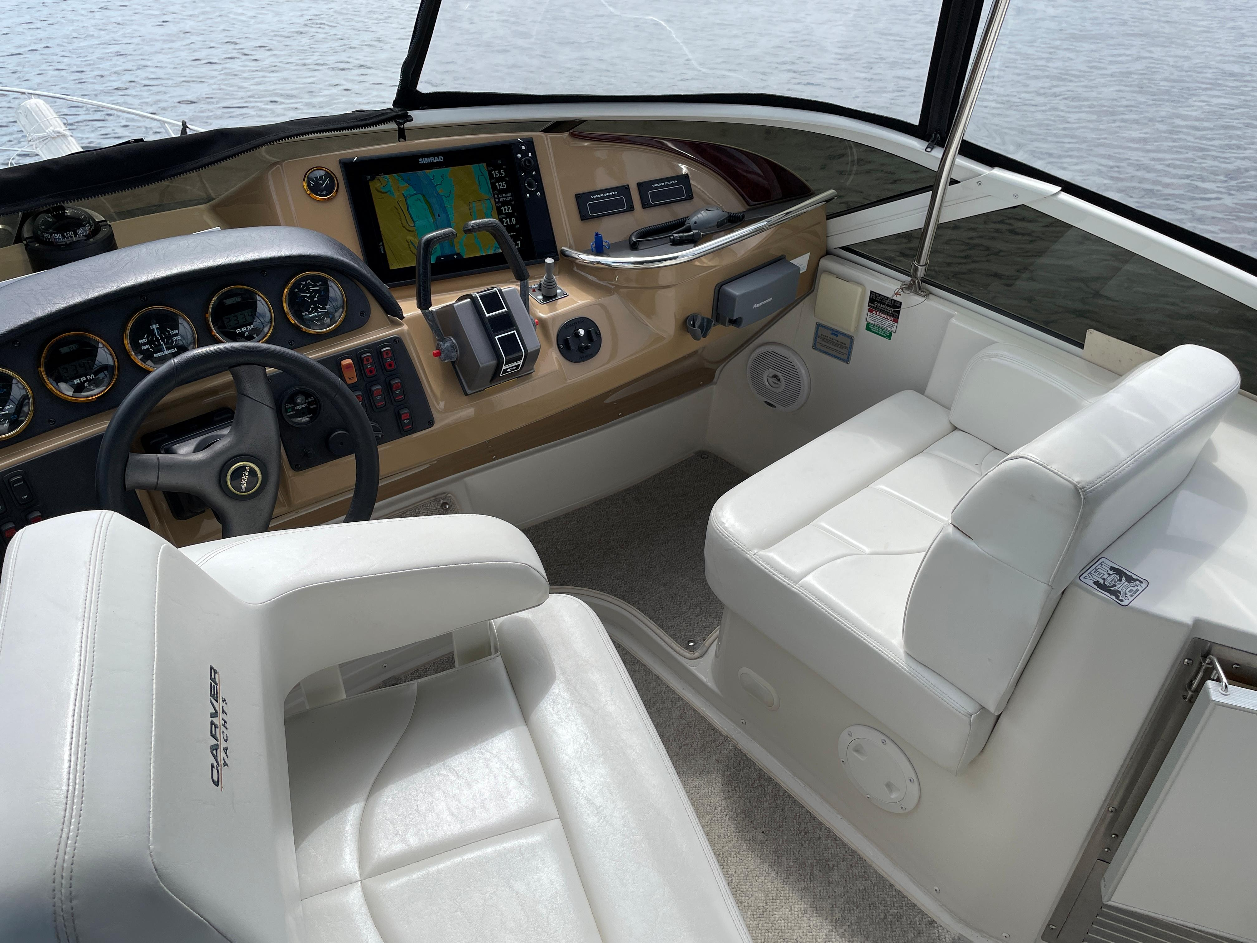 Carver 444 Cockpit Motor Yacht - Captain's and Mate's Seating