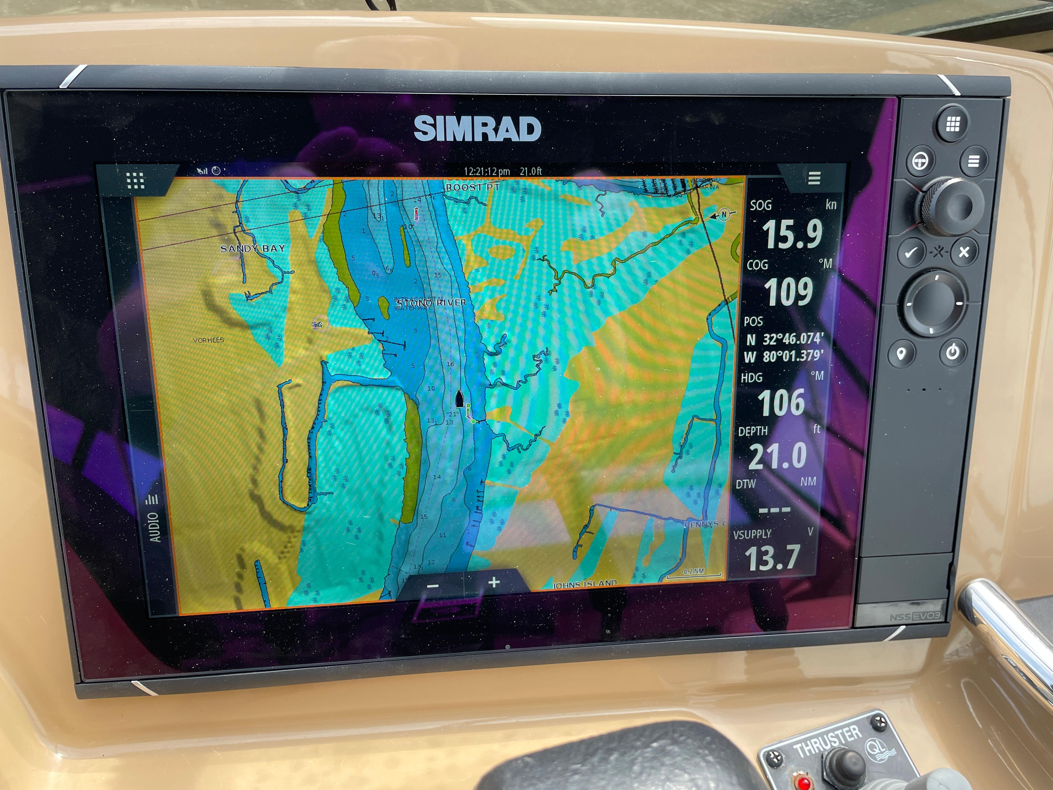Carver 444 Cockpit Motor Yacht - New Simrad Chartplotter/Radar/Sounder