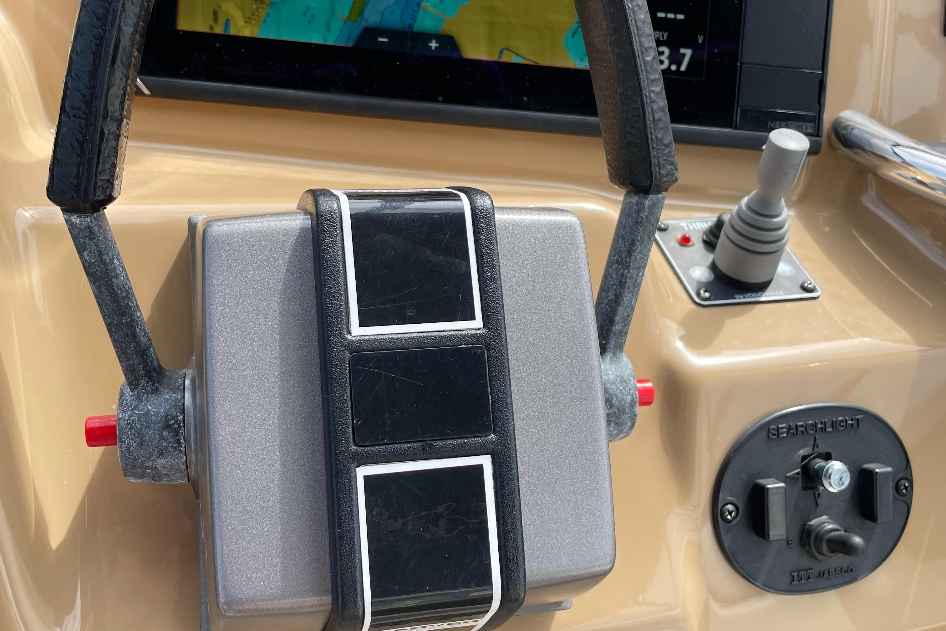 Carver 444 Cockpit Motor Yacht - Electronic Engine Controls/Bow Thruster/Remote Spotlight Control