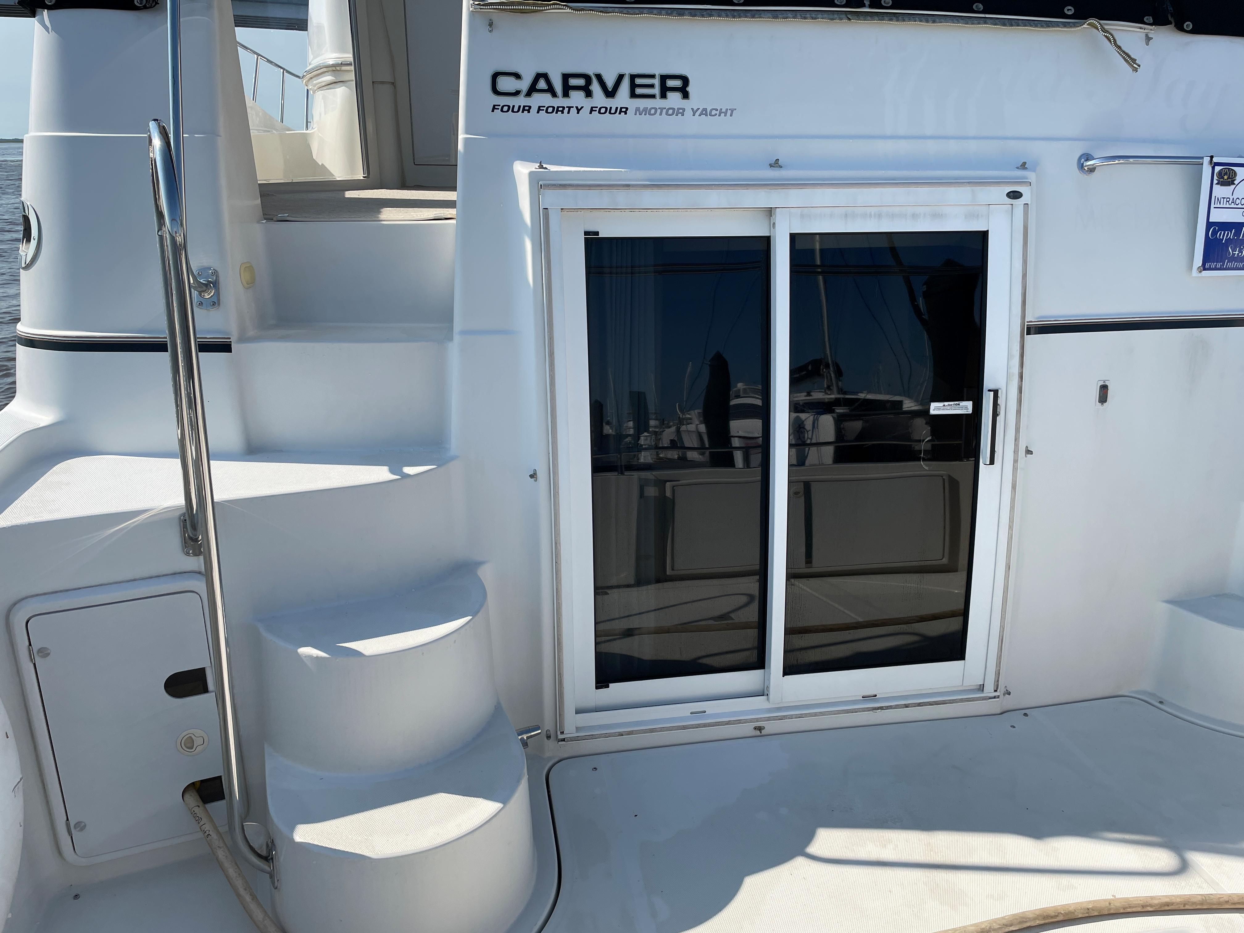 Carver 444 Cockpit Motor Yacht - Cockpit/Entryway to MSR